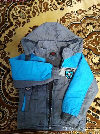 Продам куртку весна-осень на мальчика в отличном состоянии