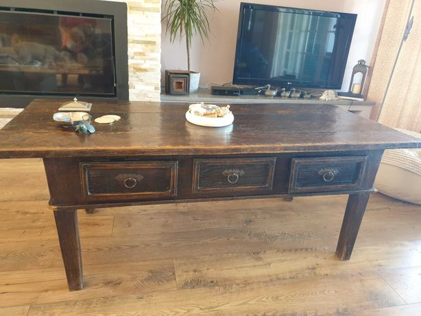 Mesa de sala antiga de madeira maciça