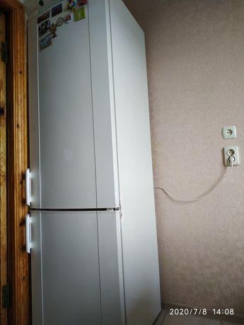 Продам холодильник марки Электролюкс двухмоторный б/у рабочий