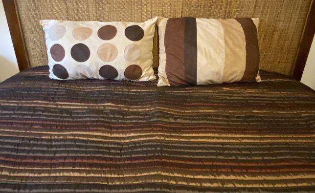 Colcha de cama de casal com duas almofadas (com enchimento incluido)