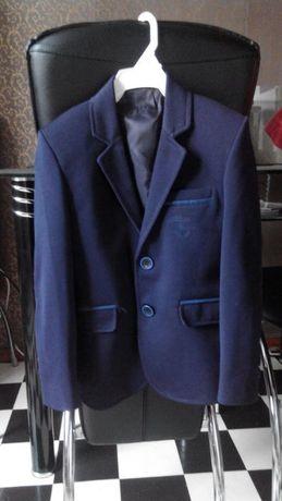 Продам детский пиджак на 6лет