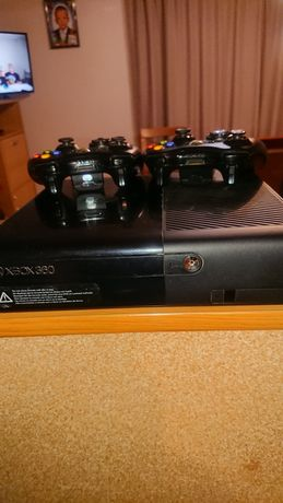 Xbox 360 новый и 2 джойстика