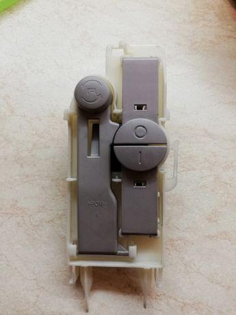 Кнопки включения/реверс мясорубки Moulinex Me658