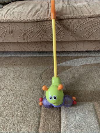 Гусеница-каталка на палочке
