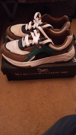 Продам кроссовки от бренда  Staff