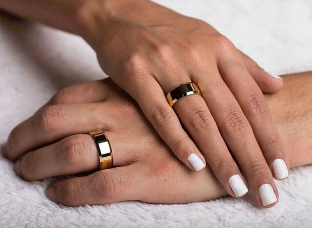 Elegancka Piękna Para Złotych Obrączek Ślubnych