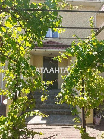 Продается просторный и светлый дом с садом в Царском селе.