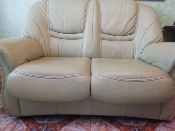 Кожаный диван-трансформер в отличном состоянии