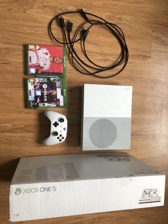 Xbox one s 1T + pad + Fifa 20 + Fifa 21 + pudełko