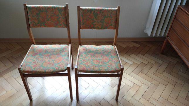 Sześć krzeseł z epoki PRL