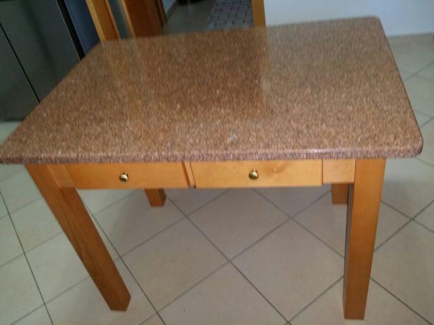 Mesa de Cozinha em Faia + Bancos