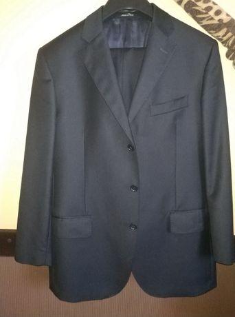 Продам чоловічий костюм чорного кольору