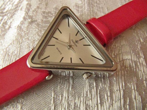 Часы кварцевые Fashion в коллекцию, 2009 года, женские, новые