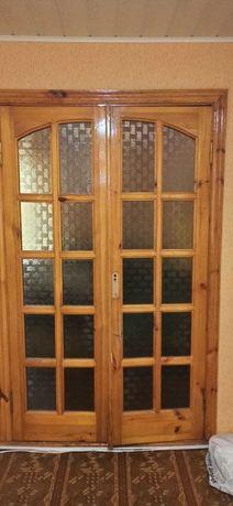 Двери межкомнатные сосна и стекло