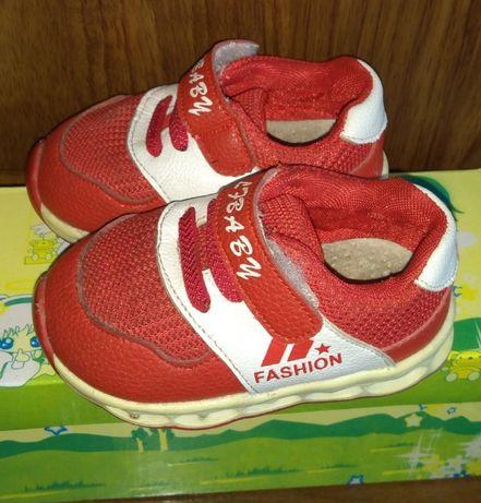 Кроссовки на малышей в отличном состоянии, р.17 - 12 см