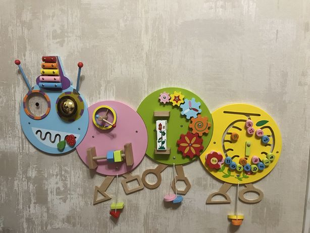 Продам развивающую игрушку - бизиборд, Гусеница!
