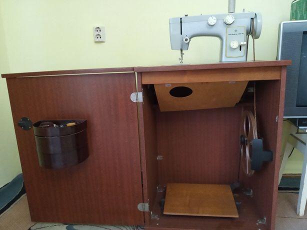Продається швейна машина Новенька