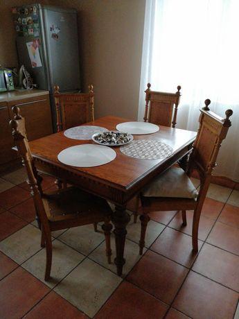 Piękny drewniany stół rozkładany z krzesłami