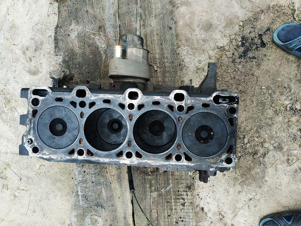 Продам блок двигуна з поршнівою mazda 323 RF2A