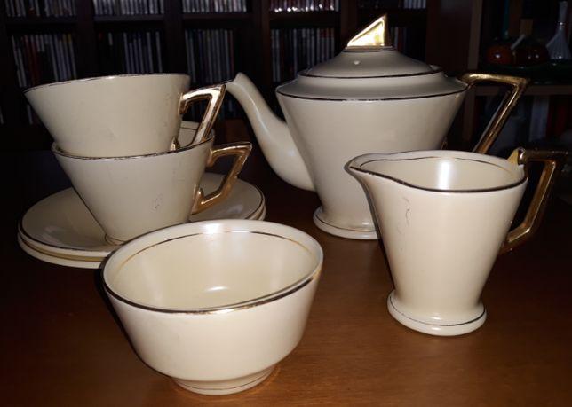 Conjunto de Chá em faiança da Fábrica de Loiça de Sacavém