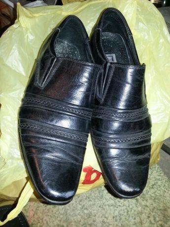 Продам школьні туфлі