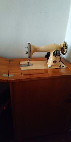 Швейна машина в наявності