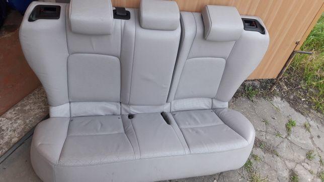 Lexus ct200h диван.
