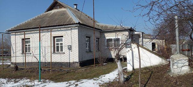 Продам газифікований будинок з усіма зручностями