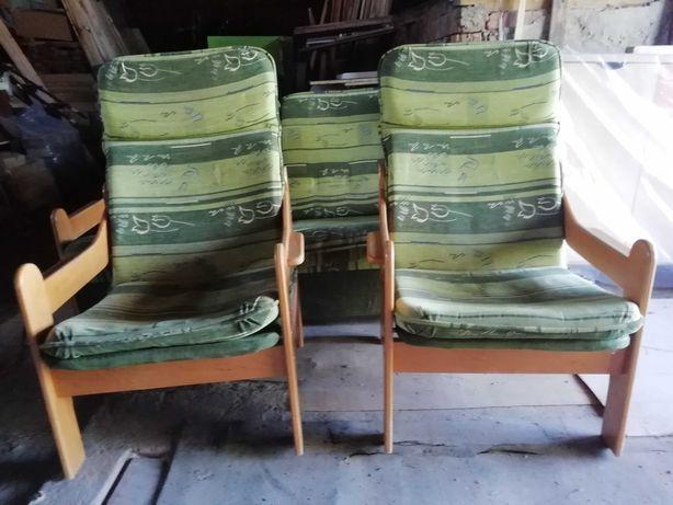 Zestaw mebli kanapa plus dwa fotele