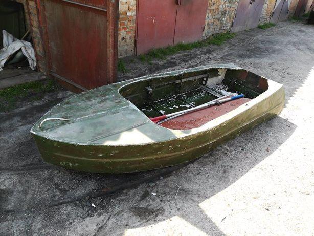 Продам лодку 2,5 м. с транцем под мотор+весла