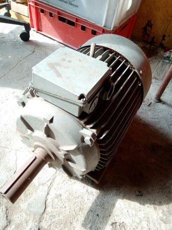 Silnik 3 fazowy 11 KW 2940 obrotów IP 44