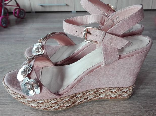 Nowe piękne sandały na koturnie rozm 39