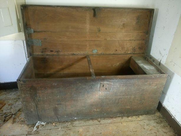 Caixa/baú antigo de madeira