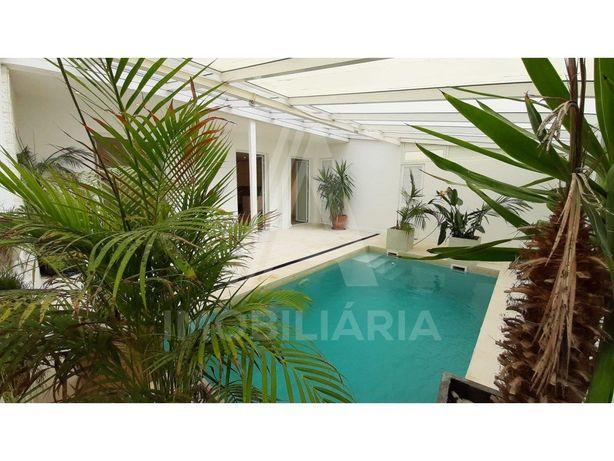 Apartamento T1 em Sete Rios com piscina privativa