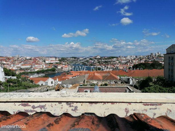 Apartamento T2 Duplex com garagem e vista sobre a cidade do Porto