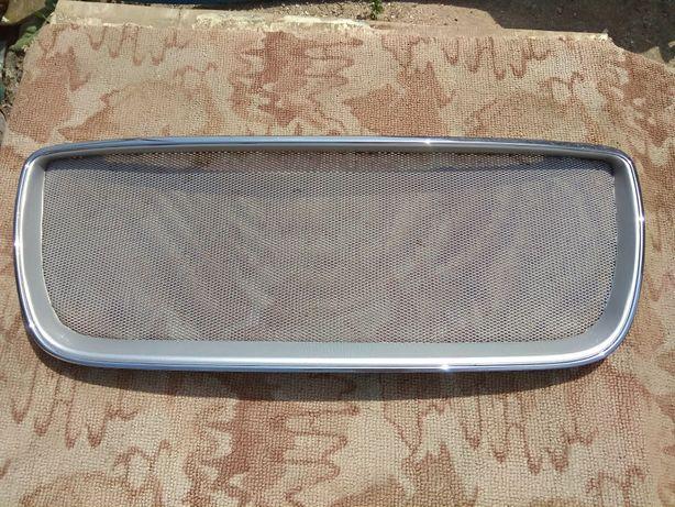 Решетка радиатора тюнинговая на hyundai santa fe 2008 года
