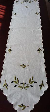 Długi, grecki lniany bieżnik 170 x 35 w oliwki ecru