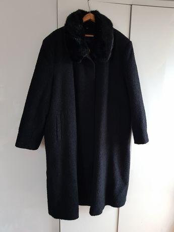 Czarmy płaszcz z futerkiem Ewa studio moda