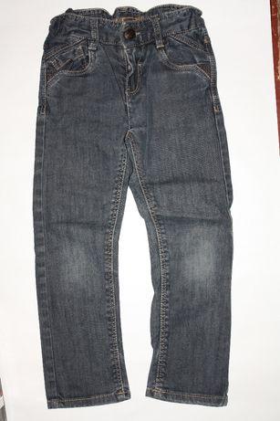 Фирменные джинсики для девочки 4/5лет ,р-104/110 в отличном состоянии