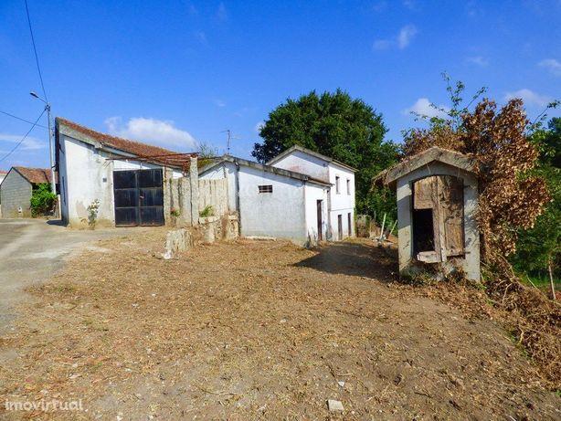 Casas antigas para venda, na freguesia de Troviscoso, em ...