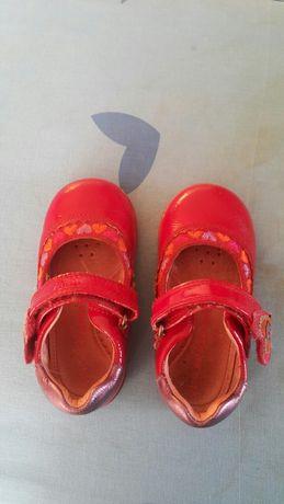 Продам детские туфельки на липучке
