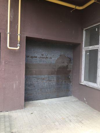Продаю гараж з ямою ( жк Фамілія) можна під комерцію
