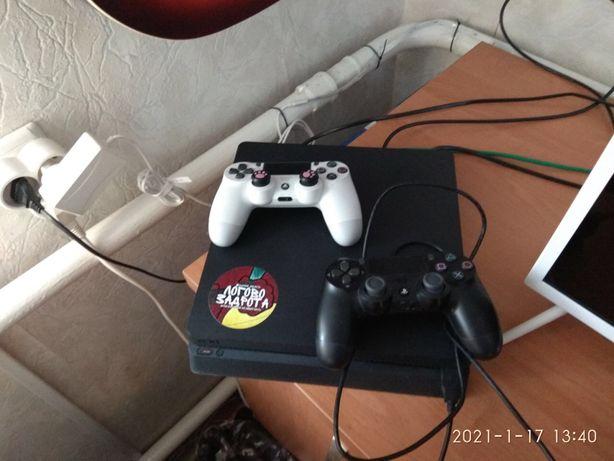 PlayStation 4 slim 1 TB с двумя геймпадами и набором игр