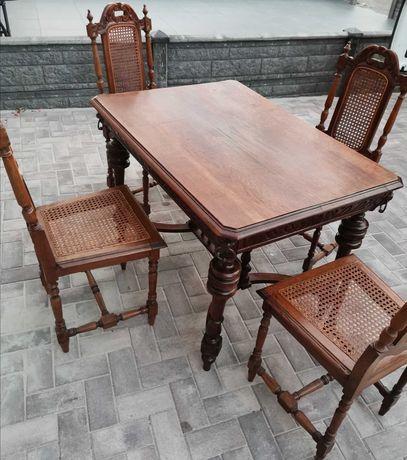 Stół rzeźbiony + 4 rzeźbione krzesła