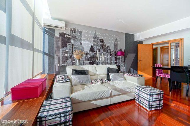 Apartamento T2 Semi-Novo Localizado em Condominio Privado Alta de Lisb