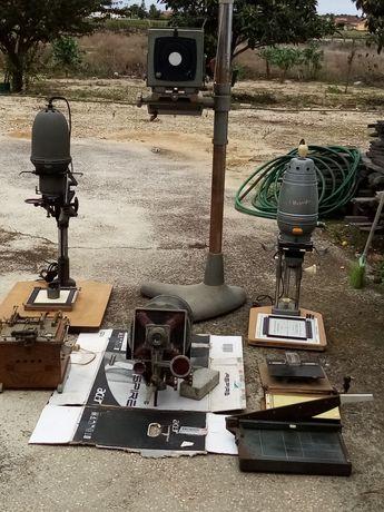 Várias máquinas relacionadas com Fotografia
