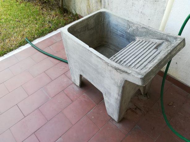Tanque de roupa em cimento