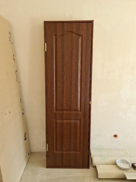 Межкомнатные двери в комплекте, полотно 60см