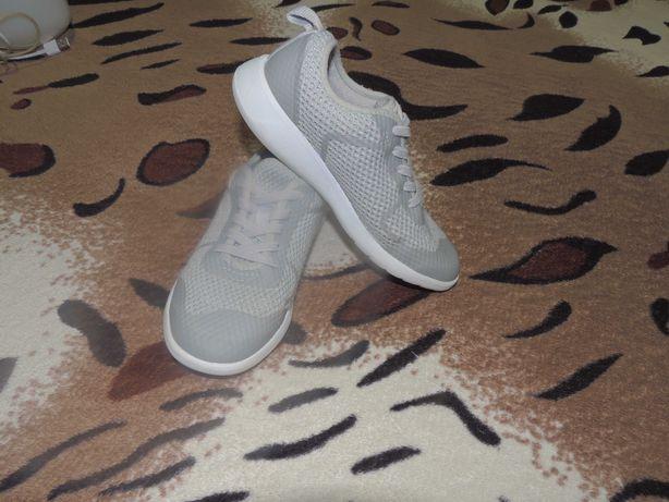 Легкие кроссовки clarks на резинке