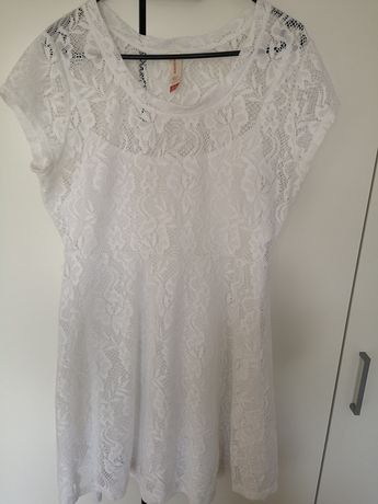 Koronkowa sukienka używana